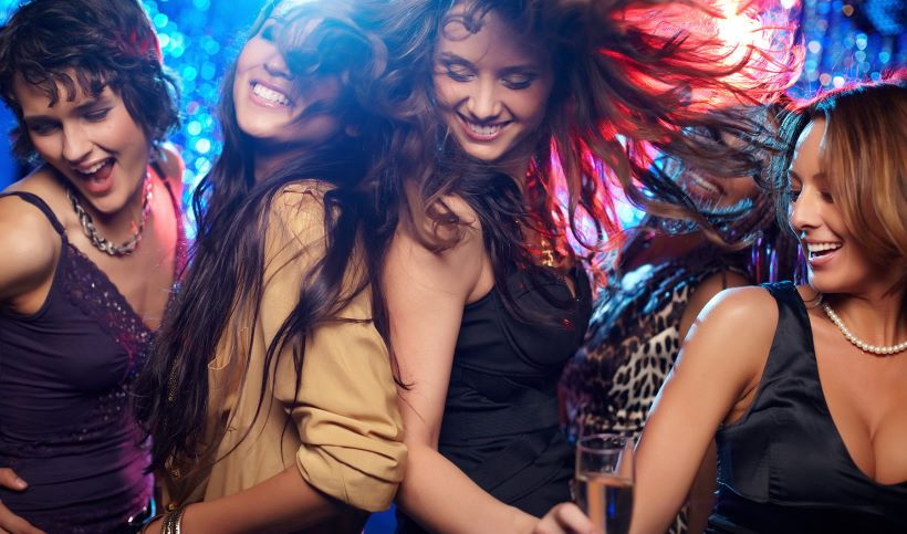 girls-partying-at-night-in-the-greek-islands