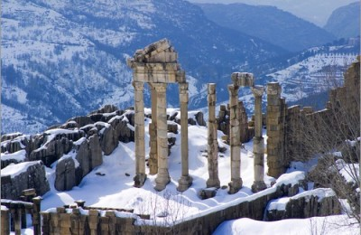 ancient-ruin-winter-400x260