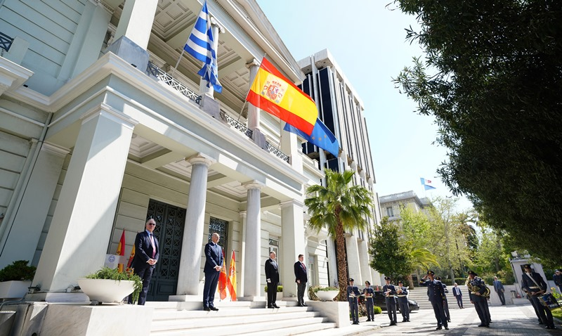Symbolic ceremony at the Foreign Ministry in support of the Spanish people