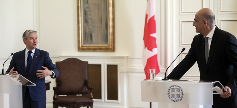 Minister of Foreign Affairs meets with Canadian counterpart